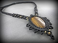 Macrame necklace with a tiger's eye cabochon by DuFiletdesNoeuds