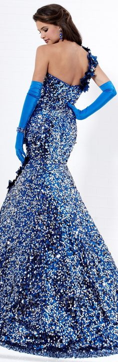 Gorgeous dress...