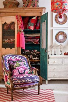 I love the chair and throw pillow. Boho Chic Home Decor, 25 Bohemian Interior Decorating Ideas Bohemian Interior, Home Interior, Interior Decorating, Interior Design, Decorating Ideas, Bohemian Decorating, Modern Interior, Deco Boheme Chic, Boho Chic