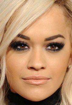 Rita Ora rocking the darkest smokey eyes and platinum hair! Rita Ora, Beauty Makeup, Eye Makeup, Hair Beauty, Hollywood Makeup, British Fashion Awards, Celebrity Beauty, Hazel Eyes, Girl Day