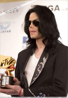 MJ-michael-jackson-12328236-833-1200