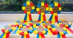 Un blog cu materiale didactice de 10(zece) de aplicat in invatamantul primar. Hat Crafts, Crafts For Kids, Arts And Crafts, Paper Crafts, Classroom Door, Big Day, Board Games, Projects To Try, Preschool