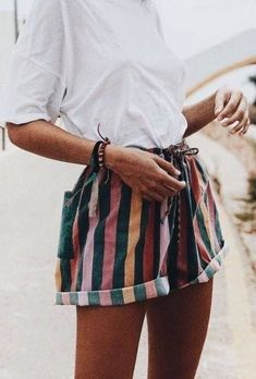 white t shirt + striped shorts summer outfits - New Hair Style 460ac58b1971