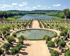 Travel round-trip from your Paris address in a private sedan/van with a personal driver. Pick-up and drop-off at your Paris hotel and priority entrance to Versailles included. Trianon Palace Versailles, Chateau Versailles, Versailles Garden, Grand Canal, Most Beautiful Gardens, Beautiful Places, Monuments, Day Trip From Paris, Grand Parc