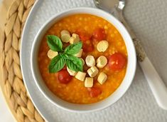Chana Masala, Hummus, Pasta, Ethnic Recipes, Food, Eten, Noodles, Meals, Pasta Dishes
