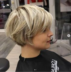 Latest Short Bob Haircuts to Build Your Own - Styles Art Layered Haircuts For Medium Hair, Short Blonde Haircuts, Edgy Short Hair, Stylish Short Hair, Haircuts For Fine Hair, Haircut For Thick Hair, Short Hair With Layers, Short Bob Hairstyles, Short Hair Styles