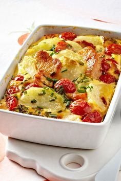 Simply made, really cheap and low carb – kohlrabi casserole! Simply made, really cheap and low carb – kohlrabi casserole! Potato Recipes Crockpot, Healthy Potato Recipes, Potatoe Casserole Recipes, Vegetarian Recipes, Healthy Meals For Kids, Healthy Eating Tips, Potato Recipe For Kids, Kohlrabi Recipes, Law Carb