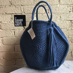 A Collection of Crochet Handba Crochet Tote, Crochet Handbags, Crochet Purses, Crochet Stitches, Knit Crochet, Pochette Diy, Round Bag, Big Bags, Knitted Bags