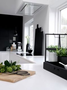 Black and White Style . Home Decor . Interior Design Inspiration The post Kitchen . Black and White Style . Home Decor . Black Kitchens, Home Kitchens, Interior Design Kitchen, Interior Decorating, Interior Office, Apartment Interior, Apartment Living, Modern Interior, Rooms Decoration
