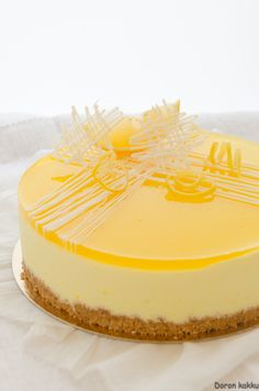 sit run a moussekakku Mango Cheesecake, Cheesecake Recipes, Dessert Recipes, Creative Cake Decorating, Creative Cakes, Cheesecake Decoration, Summer Cakes, Savoury Baking, Sweet Pastries