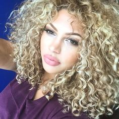Long Blonde Curls, Blonde Curly Hair, Curly Girl, Curly Hair Styles, Natural Hair Styles, Blonde Hair Makeup, Queen Hair, Do It Yourself Home, Love Hair