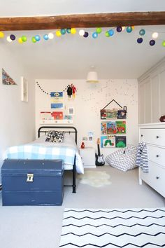 The Twinkle Diaries twin bedroom makeover — monochrome kids bedroom decor Bedroom Wall, Girls Bedroom, Bedrooms, Bedroom Decorating Tips, Bedroom Ideas, Cloud Shelves, Old Room, Cot Bedding, Room Accessories