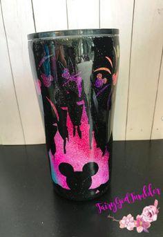 Disney Drinks, Disney Cups, Diy Tumblers, Custom Tumblers, Glitter Tumblers, Glitter Glasses, Glitter Cups, Vaso Yeti, Epoxy