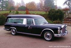 Der 600er Benz ist ein Kuriosum der Automobilgeschichte. Mercedes baute 1964–1981 den Überbenz ohne Rücksicht auf Verluste - denn Verluste machten sie mit dem Wagen, der als Imageträger produziert wurde und nicht, um direkt Gewinn zu erwirtschaften. Er war in vielen