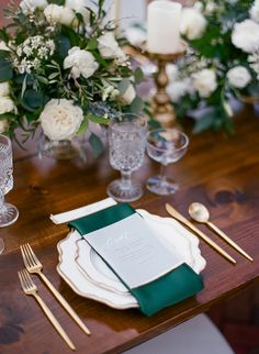 Top 10 Luxury Wedding Venues to Hold a 5 Star Wedding - Love It All White And Gold Wedding Cake, Emerald Green Weddings, Purple Wedding, Holiday Wedding Inspiration, Wedding Ideas, Green Wedding Decorations, Table Decorations, Wedding Napkins, Wedding Cakes