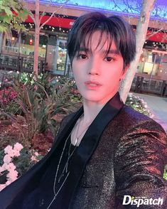 It's all the awesome pics of NCT that i wanted to share with you all! Lee Taeyong, Mark Lee, K Pop, Kim Dong Young, Solo Pics, Kpop Guys, Flower Boys, Jaehyun, Nct Dream