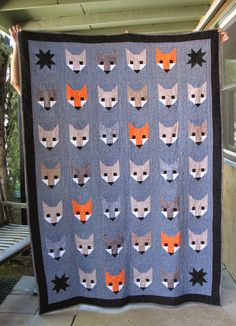 (Update: Below is my first fox quilt in natural tones, but I made another Fancy Fox Quilt here in December 2015 using a Retro je. Elizabeth Hartman Quilts, Fox Quilt, Fox Fabric, Animal Quilts, Quilting Designs, Quilt Design, Quilt Blocks, Quilt Patterns, Upcycle