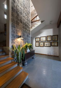 Inventive Staircase Design Tips for the Home – Voyage Afield Indian Home Design, Indian Home Interior, Indian Interiors, Indian Home Decor, Home Interior Design, Interior Decorating, Home Stairs Design, Foyer Design, Modern House Design