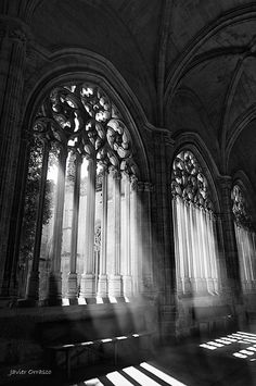 Cathedral of Segovia. Architecture Antique, Art Et Architecture, Beautiful Architecture, Beautiful Buildings, Beautiful Places, Cathedral Architecture, Gothic Aesthetic, Dark Photography, Belle Photo