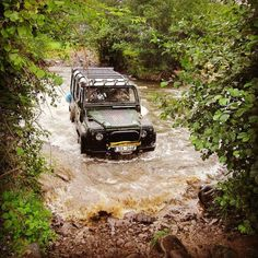 Land Rover Defender 110 Td5 Sw County in action