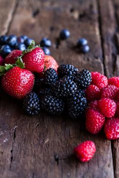 Sweet Buttered Polenta Pancakes with Fresh Summer Berries - Health and wellness: What comes naturally Fruit And Veg, Fruits And Vegetables, Fresh Fruit, Sweet Butter, Fruit Photography, Think Food, Beautiful Fruits, Summer Berries, Easy Healthy Breakfast