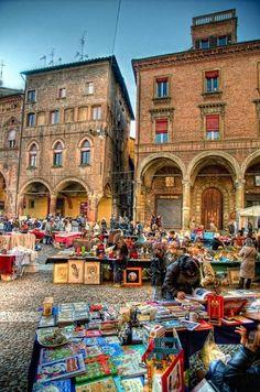 Bologna-mercatino dell'antiquariato