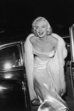 Old Hollywood glamour at its finest. Glamour Hollywoodien, Estilo Glamour, Old Hollywood Glamour, Golden Age Of Hollywood, Classic Hollywood, Marylin Monroe, Marilyn Monroe Photos, Gentlemen Prefer Blondes, Brigitte Bardot