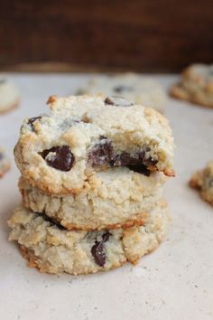 Taste like classic chocolate chip cookies! Chocolate Chip, Coconut, & Almond Flour Cookies {Paleo} « Healthy Food For Living. I replace a few tablespoons of the coconut oil with creamed coconut and cashew butter Coconut Flour Cookies, Coconut Chocolate Chip Cookies, Paleo Chocolate Chips, No Flour Cookies, Paleo Cookies, Almond Chocolate, Sugarless Cookies, Almond Flour Biscuits, Chocolate Bars