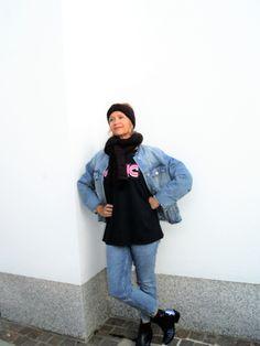 … und zwar in Form einer Jeansjacke. Warum die 80ies, da diese Jacke in oversize geschnitten ist und ich so eine in meiner Jugend schon mal getragen habe. Ja, ich gestehe, es ist etwas gewöhn… Fashion 2017, Jeans, Normcore, Street Style, Young Adults, Jackets, Urban Style, Street Chic, Street Styles