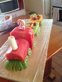This time I didn't do a usual cake- although I have done a number of train cakes in the past. this time I did a fruit train! Idées délicieuses pour servir frutas en charolas o bandejas – Fruit train Wedding party fun ideas dessert tables … Fruit Decorations, Food Decoration, Fruit Birthday Cake, Healthy Birthday Cakes, Fruit Creations, Food Art For Kids, Watermelon Cake, Watermelon Carving, Food Carving
