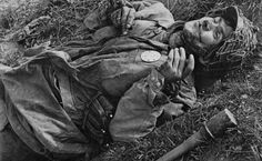German paratrooper killed in action. Near Torrente Idice/Italy, April 20, 1945.