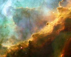 Der Omeganebel liegt circa 5.500 Lichtjahre von der Erde entfernt im Sternbild Schütze. Das Bild zeigt einen kleinen Ausschnitt aus dem Nebel: Einen Ozean aus Wasserstoffgaswolken.