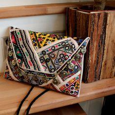 JODHPUR by NAWERI 119€ Boho clutch made from antique embroidered fabrics with a removable strap. Pochette confectionnée à partir de tissus brodés antiques. Chaîne amovible. Modèle unique.
