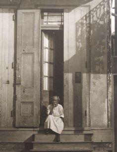 Stoop Sitter, New Orleans, c. 1925. Photo: Arnold Genthe