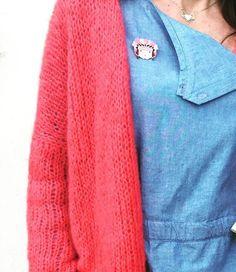Hello tout le monde! Ma copine tricot m'a fait découvrir le site deÉleawoolqui nous partage son tuto extra du gilet June, et que je remercie au passage. Petit gilet indispensable dans sa g…