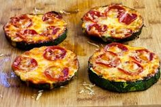 zucchini pizza, looks so yummy!