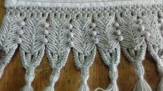 Toalha de rosto Macrame Projects, Macrame Patterns, Macrame Knots, Lace Making, Crochet Stitches, Free Pattern, Tassels, Diy And Crafts, Weaving