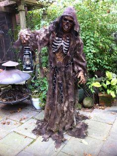 new Halloween Forum member camerafx24 Gate Keeper prop