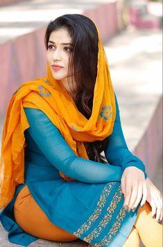 Taxiwala Actress Priyanka Jawalkar Latest Hot Stills - Social News XYZ Beautiful Bollywood Actress, Most Beautiful Indian Actress, Beautiful Asian Girls, Beautiful Actresses, Stylish Girl Images, Stylish Girl Pic, Beauty Full Girl, Beauty Women, Moda India