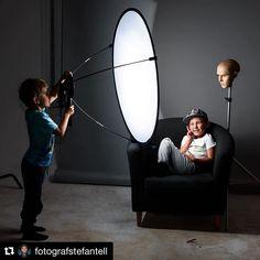 Behind the scenes by @fotografstefantell : Testing the #lunagrip from #westcott for my blog. #westcottlunagrip #profotoa1 #offcamera #offcameraflash #review #test #profotoglobal #setlife #bts #SimpleBTS #behindthescenes
