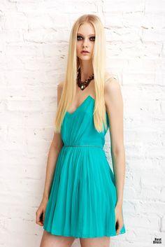 Atractivos vestidos cortos de verano   Colección Erin Fetherston