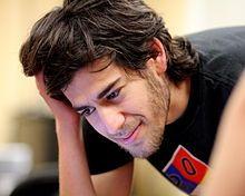 Aaron Hillel Swartz (né le 8 novembre 1986 à Chicago, mort le 11 janvier 2013 à New York[1]) est un informaticien américain, écrivain, meneur politique et militant de l'Internet.