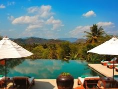 Laos Travel Package Tours: HONEYMOON TOUR FROM LUANG PRABANG TO VIENTIANE