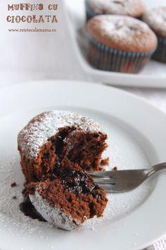 muffins cu ciocolata, reteta briose cu ciocolata My Recipes, Sweet Recipes, Cake Recipes, Cooking Recipes, No Cook Desserts, Just Desserts, Bread Bar, Cake Bars, Lava Cakes