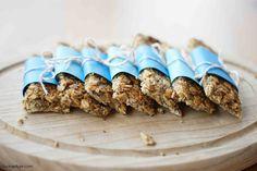 Egal ob als Pausensnack oder Frühstück - diese Erdnussbutter-Müsliriegel sind blitzschnell gemacht und machen lange satt. Unbedingt ausprobieren!