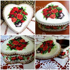 Pierniczki ręcznie dekorowane lukrem królewskim