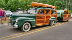 Woodie wagon and trailer. Hot Rod Trucks, Old Trucks, Detroit Steel, Classic Wooden Boats, Woody Wagon, Wooden Car, Best Classic Cars, Vintage Trucks, Station Wagon