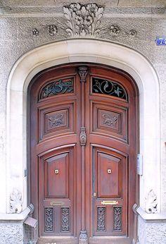 Barcelona - Roger de Llúria 074 d 1 Main Entrance Door, Entry Doors, Wood Doors, Great Openings, Portal, Open Door Policy, Door Design Interior, Knobs And Knockers, Art Nouveau Architecture