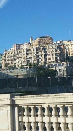 Il Miramare con vista sul porto. Genova.