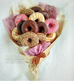 Boys literally want only one thing and damn grossBoys literally want only one and itNew diy gift baskets sweets ideasNew diy gift baskets sweets ideasNew flowers bouquet gift posts ideas Boys literally Food Bouquet, Gift Bouquet, Candy Bouquet, Bouquet Flowers, Bouquet Wedding, Donut Gifts, Food Gifts, Donut Party, Birthday Sweets